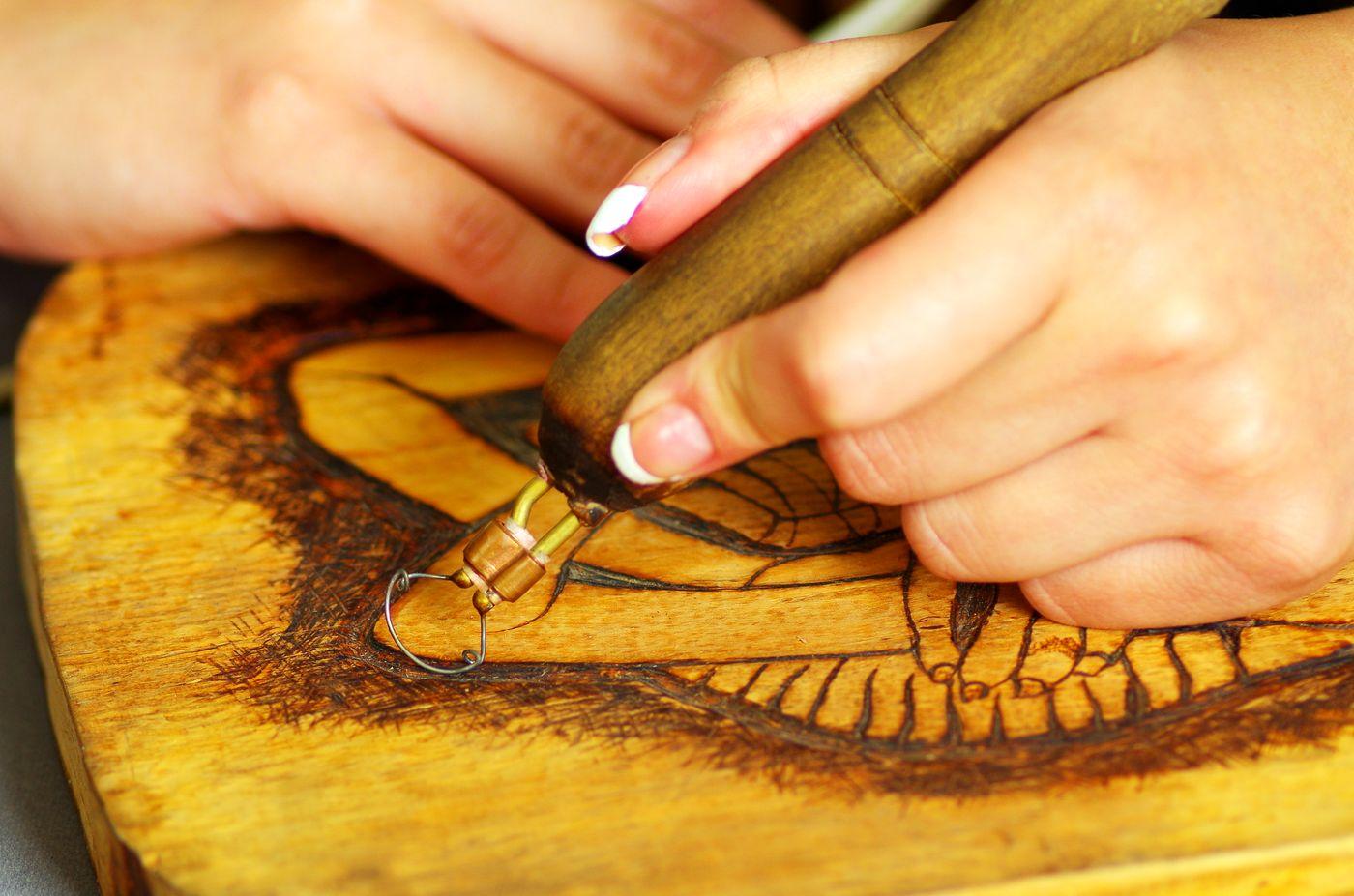 L'art de la pyrogravure sur bois